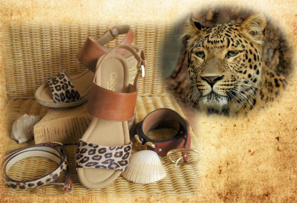 Sandalen und Gürtel mit Leomuster